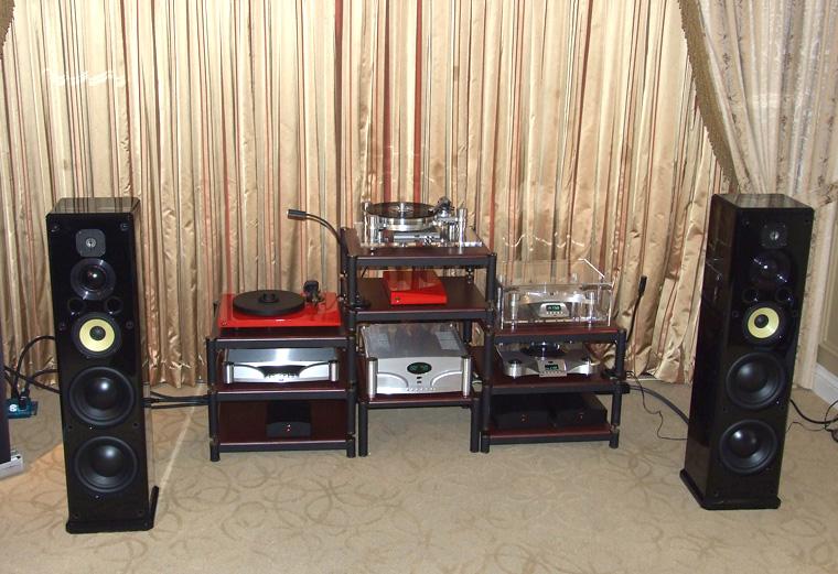 kanadski_oracle_je_predstavio_svoju_elektroniku_i_novi_gramofon_pod_nazivom_paris_u_crvenoj_boji.jpg